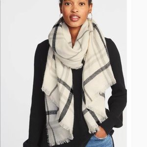 LIKE NEW Old Navy Cozy Flannel Blanket Scarf 🧣
